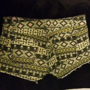 Hot Kiss Skull/Aztec Shorts Sz 13